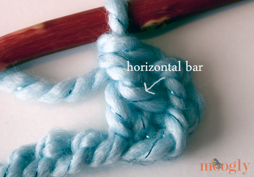 Learn how to make the Linked Double Crochet Stitch! Video & Photo Tutorial on Moogly <3