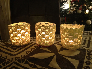 Last Minute Lanterns :: Great free #crochet gift patterns that take 100 yds of yarn or less!