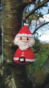 Little Santa Claus :: Free #Crochet Ornament Patterns