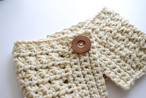 Starburst Cowl :: Great free #crochet gift patterns that take 100 yds of yarn or less!