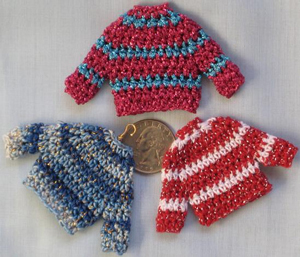Teeny Tiny Sweater Decorations :: Free #Crochet Ornament Patterns