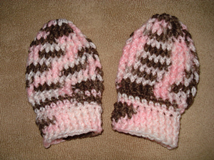 Thumbless Baby Mitts :: 10 Free #Crochet Mittens Patterns - sizes for the whole family included!