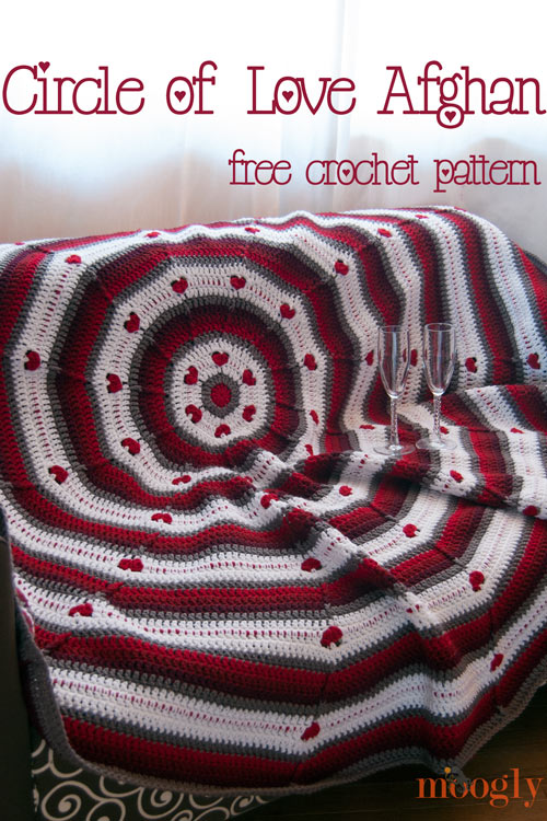 Circle of Love Afghan! Cuddle up with your love with this free #crochet pattern from Moogly!