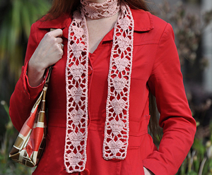 Crochet Heart Scarf: Crochet some love for Valentine's Day! Get 10 free #crochet patterns for your Valentine at Moogly!