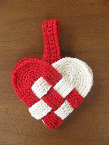 Danish Heart: Crochet some love for Valentine's Day! Get 10 free #crochet patterns for your Valentine at Moogly!