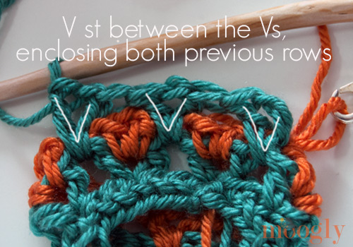 Learn how to #crochet the Moroccan Tile Stitch in the Round! Photo and Video Tutorial on Moogly!