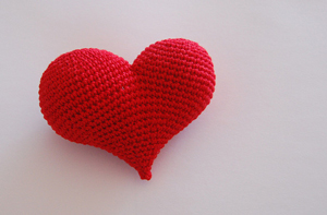 Pop Heart: Crochet some love for Valentine's Day! Get 10 free #crochet patterns for your Valentine at Moogly!