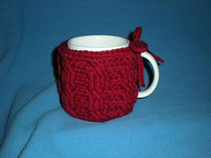 7 Cable Mug Cozy: Free #crochet mug cozies in a variety of styles in a roundup on Moogly!