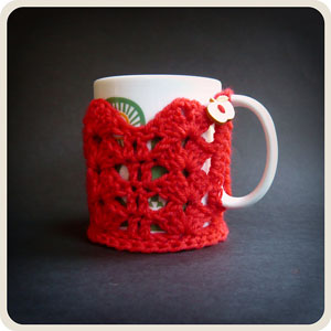 Dentelle Cup Cozy: Free #crochet mug cozies in a variety of styles in a roundup on Moogly!