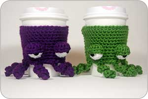 Grumpy Octopus Coffee Cozy: Crochet for your coffee cup! 10 free #crochet coffee sleeve patterns to make today! Great for gifts and keeping fingers safe! ♥