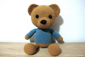 Crochet some love with these cute and cuddly Teddy Bear Patterns! ♥ #crochet