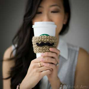 Moustache Coffee Sleeve: Crochet for your coffee cup! 10 free #crochet coffee sleeve patterns to make today! Great for gifts and keeping fingers safe! ♥