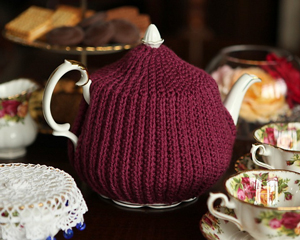 Reversible Crochet Brioche Tea Cosy: Get 10 free #crochet tea cozy patterns... aka tea cosy patterns! :D Roundup of gorgeous patterns at Moogly!