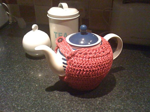 Short and Stout: Get 10 free #crochet tea cozy patterns... aka tea cosy patterns! :D Roundup of gorgeous patterns at Moogly!