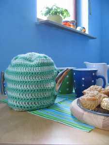 Straightforward Tea Cozy: Get 10 free #crochet tea cozy patterns... aka tea cosy patterns! :D Roundup of gorgeous patterns at Moogly!