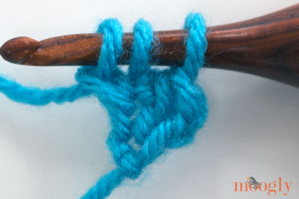 Learn how to #crochet the Foundation Half Double Crochet stitch in this video and photo tutorial! From Mooglyblog.com