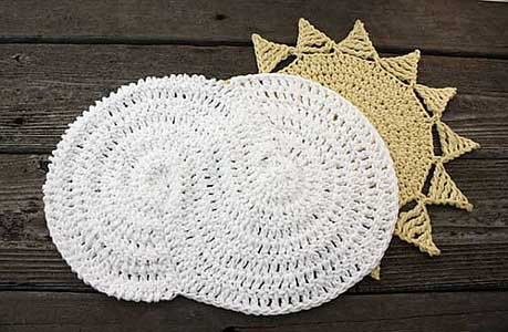Crochet the clouds and rain away with these 10 free #crochet patterns! From Moolygblog.com