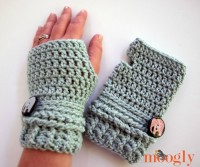Ups and Downs Fingerless Mitts - free #crochet pattern on Mooglyblog.com - make the Ups and Downs Slouchy Beanie too for a matching set!