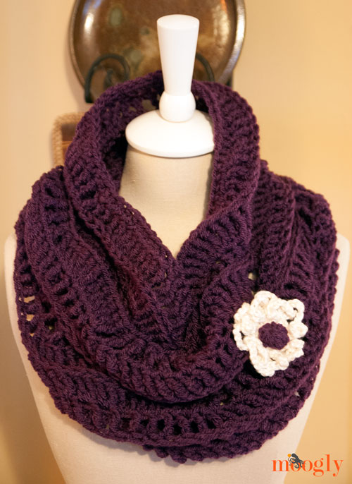 "Wavy Cowl - #crochet pattern found in ""Blooming Crochet Creations"""