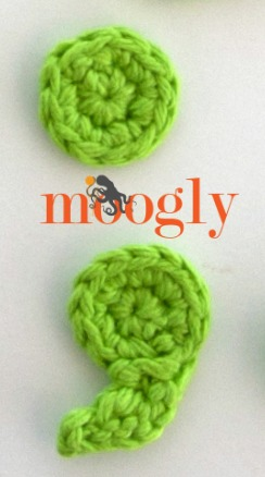 Moogly Crochet Punctuation Set - free full alphabet, numbers, and punctuation on Moogly!