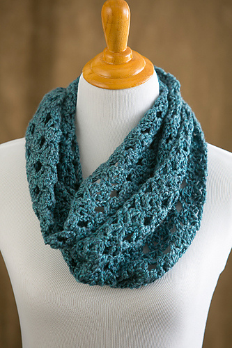 Melting Snow Infinity Scarf in I Like Crochet Magazine