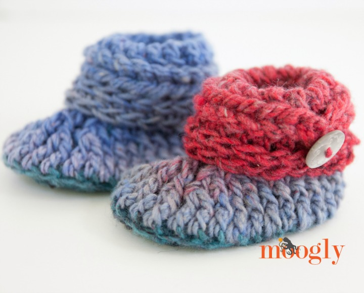 Ups and Downs Crochet Baby Booties - FREE #crochet pattern on Mooglyblog.com!