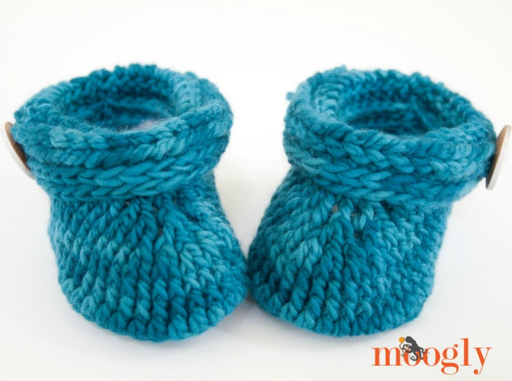 Ups and Downs Toddler Booties - free crochet pattern on Mooglyblog.com!