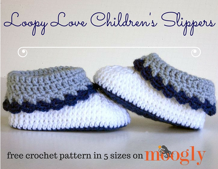 Loopy Love Children's Slippers - get all 5 sizes of this crochet pattern FREE on Mooglyblog.com!