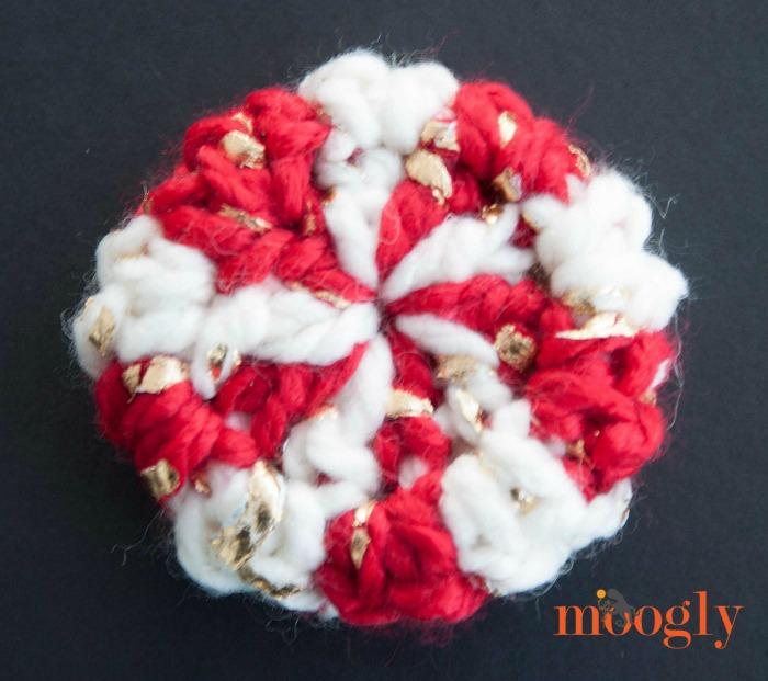 Fast & Festive Crochet Ornaments - 2 FREE crochet patterns on Mooglyblog.com!