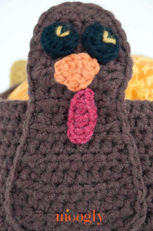 Tasty Turkey Basket - free crochet pattern on Mooglyblog.com! Happy Thanksgiving!