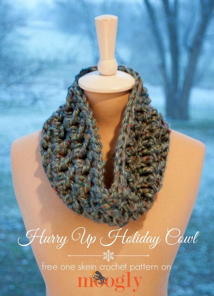 The Hurry Up Holiday Cowl - a free one skein crochet pattern on Mooglyblog.com! Make one in under an hour!
