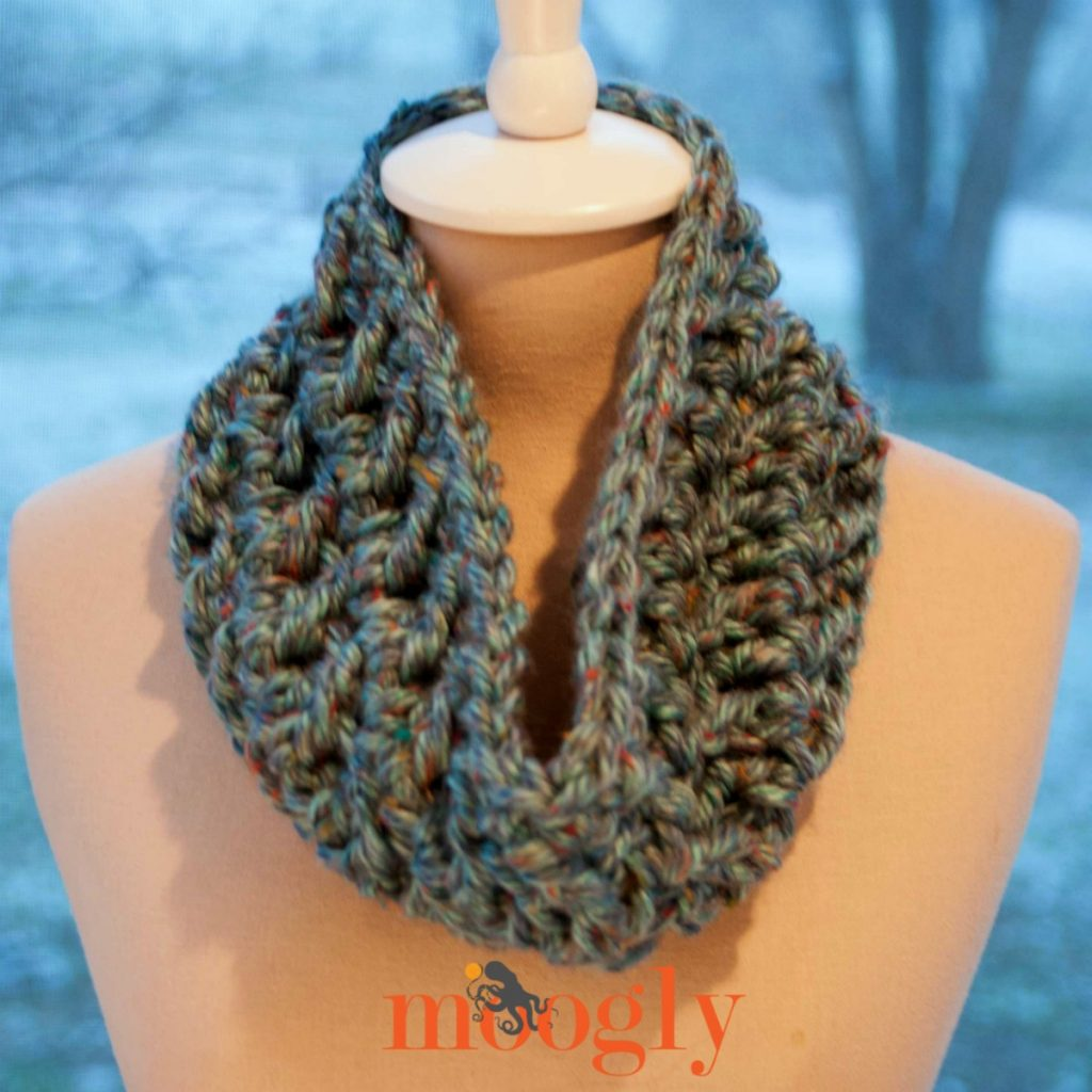 Free #Crochet Pattern: Hurry Up Holiday Cowl