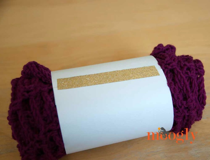 Artfully Simple Angled Scarf Wrappers - now the FREE crochet pattern on Moogly has a free printable! On Mooglyblog.com