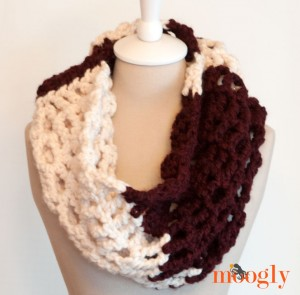Big Bold Chevron Cowl - FREE crochet pattern with a bunch of great looks on Mooglyblog.com!