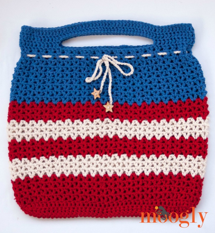 V is for Victory Tote - fun and festive crochet pattern by Tamara Kelly. Mooglyblog.com!