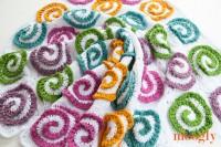 Modern Rose Afghan: free crochet pattern on Mooglyblog.com!
