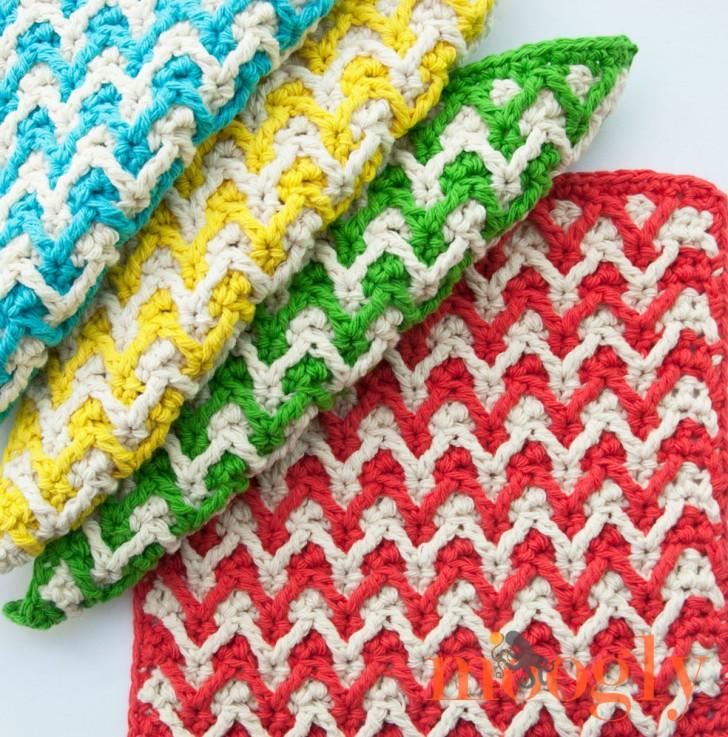 Bright Chevron Dishcloths - free crochet pattern on Mooglyblog.com!