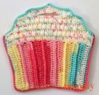 Cupcake Toddler Purse - free crochet pattern on Mooglyblog.com (and check out the matching blanket too!)