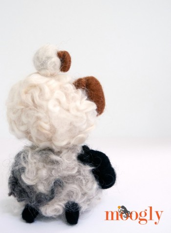 Love these Romney Ridge Yarns & Wool Needle Felting Kits! Enter to win one on Moogly! Giveaway ends 7/25/16 and is open worldwide!