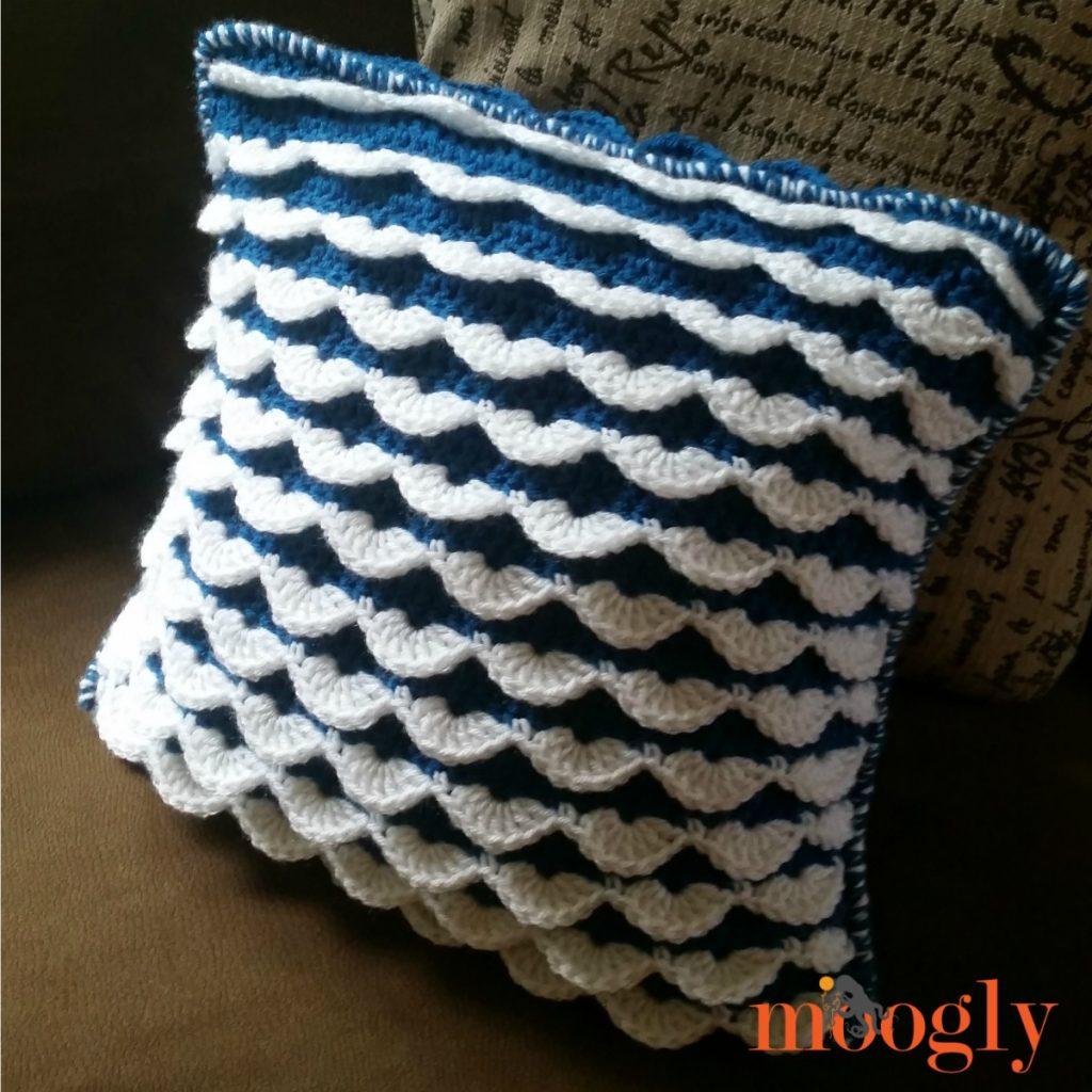 Reversible Ruffle Pillow - moogly