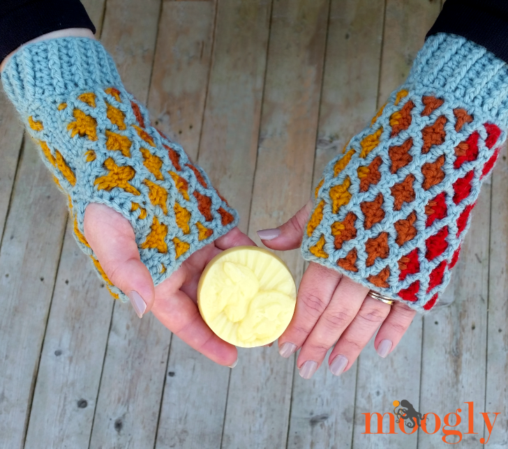 Love Plus Mitts - crochet pattern by Moogly in 2 sizes!