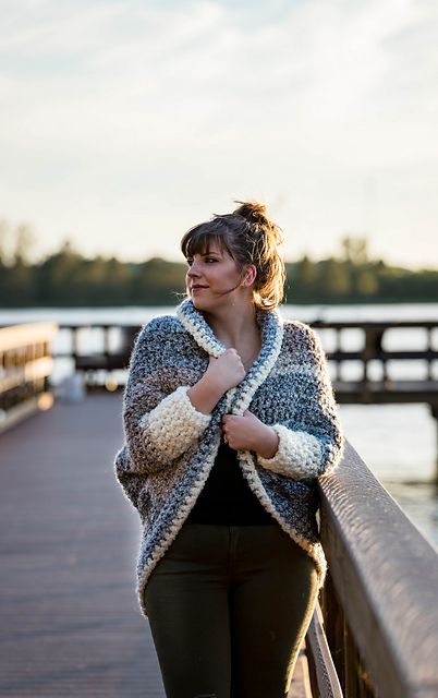 10 FREE crochet patterns made with Lion Brand Homespun Thick & Quick - that make perfect gifts this holiday season!