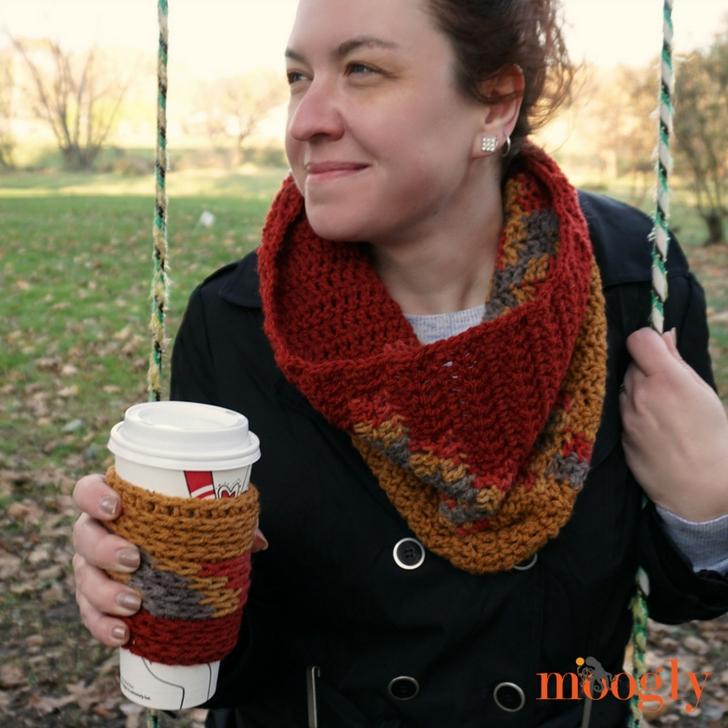 Bonfire Cowl and Coffee Cozy - free crochet pattern set on Mooglyblog.com!