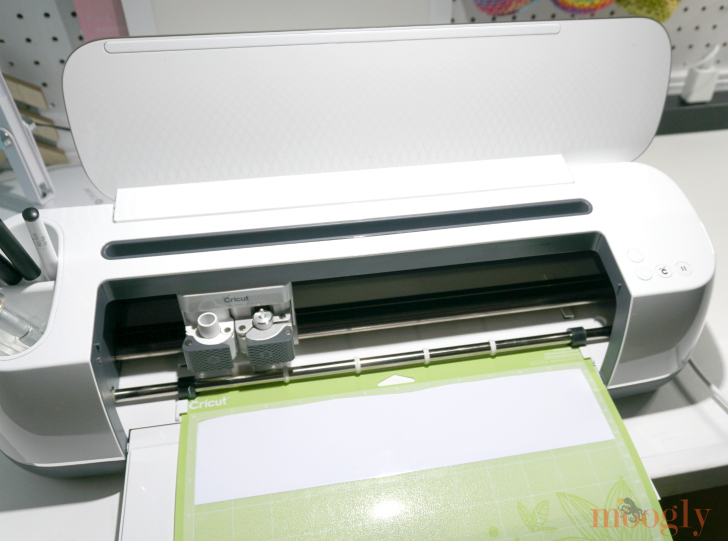 Cricut Maker cutting white outdoor vinyl