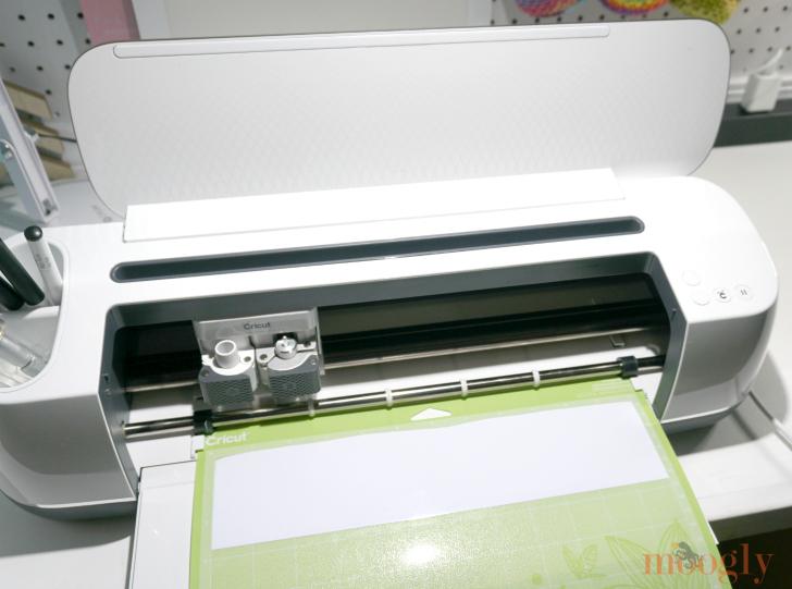 Cricut Maker cutting white outdoor vinyl