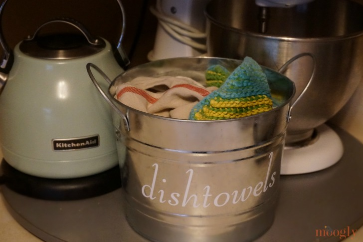 Make your own DIY Dishtowels Bucket for a cleaner, more organized kitchen! Featuring the Cricut Maker, on Mooglyblog.com