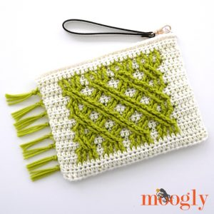 Irish Fling Clutch - free crochet pattern on Moogly! #redheartyarns #chicsheep #freecrochet #crochetpatterns #crochetcables