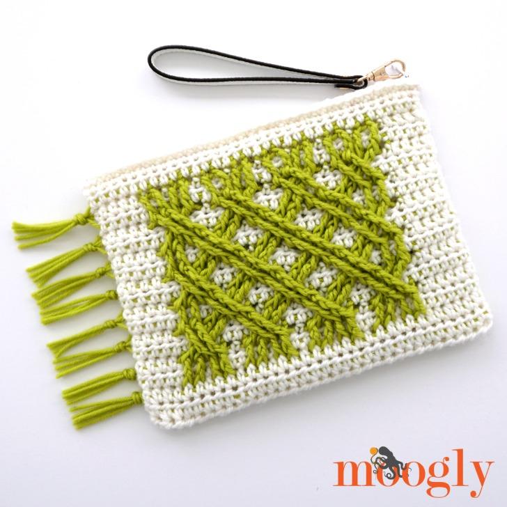 Irish Fling Clutch - free crochet pattern on Moogly! #redheartyarns #chicsheep #freecrochet #crochetpatterns #crochetcables