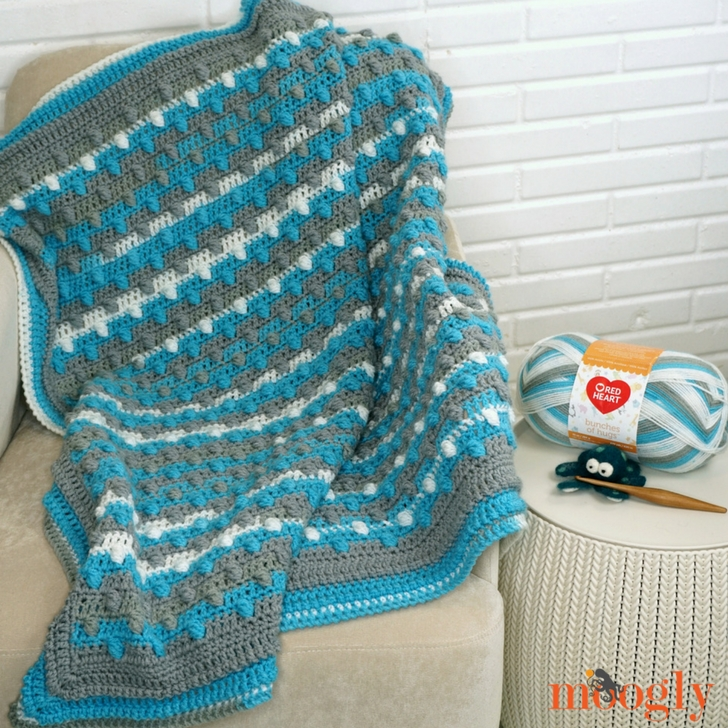 Bunches of Bobbles Blanket - free crochet pattern Moogly featuring Red Heart Bunches of Hugs!