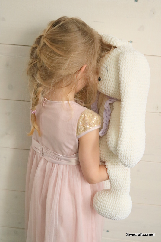 Emilia Bunny by Swe Craft Corner - win a copy of this super cute pattern on Moogly! Giveaway open worldwide, ends 5/7/18 at 12:15am